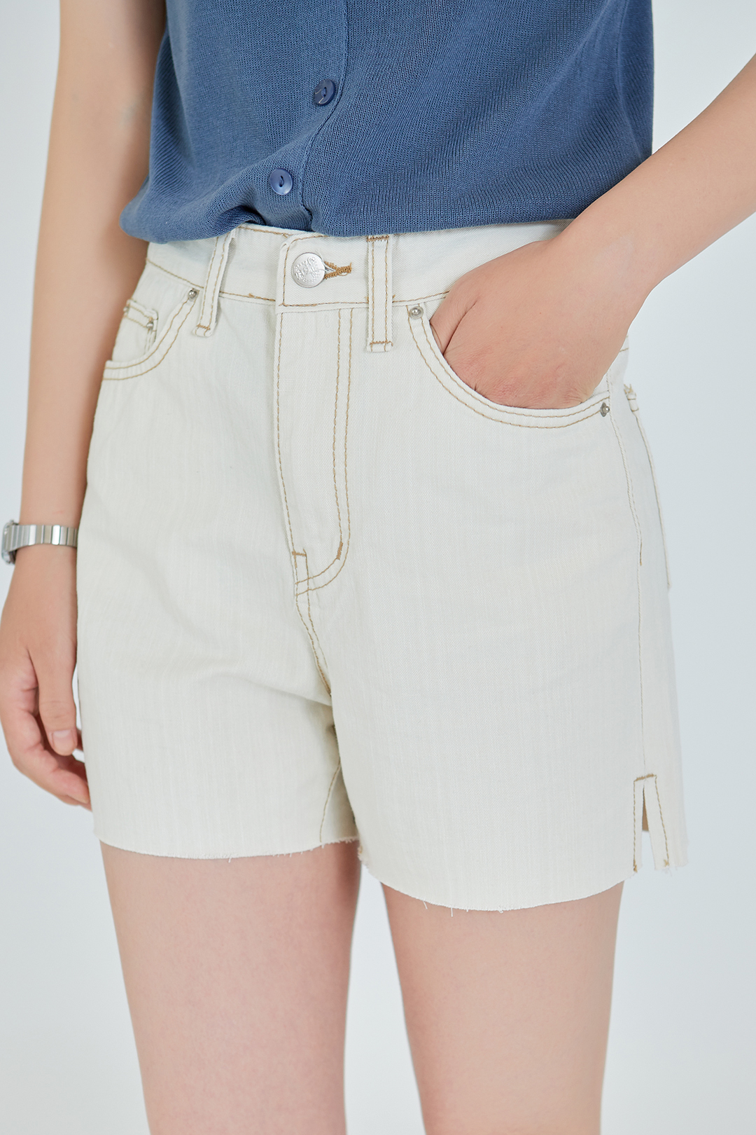 ESSAYRaw Hem Contrast Stitch Shorts