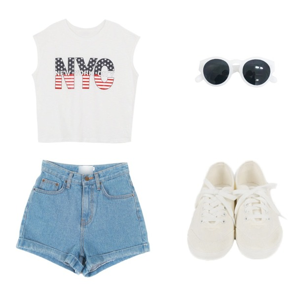 daily monday All white sneakers,YOU & ME NYC T,YOU & ME AA하이팬츠등을 매치한 코디