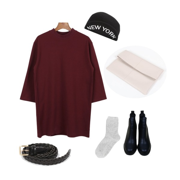 daily monday Twisted leather belt,YOU & ME Molly clutch bag,daily monday Cotton high neck one-piece등을 매치한 코디