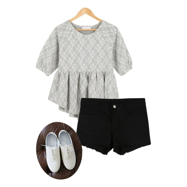 Rough & Detail 7bu tinker bell embroidery ops, t,daily monday Cuff short pants,Rough & Detail barbara flat, shoes등을 매치한 코디