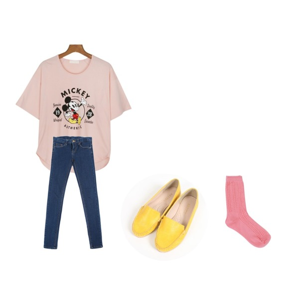 daily monday Hello mickey t-shirt,YOU & ME Candy mocha shoes,YOU & ME 앵글스키니등을 매치한 코디