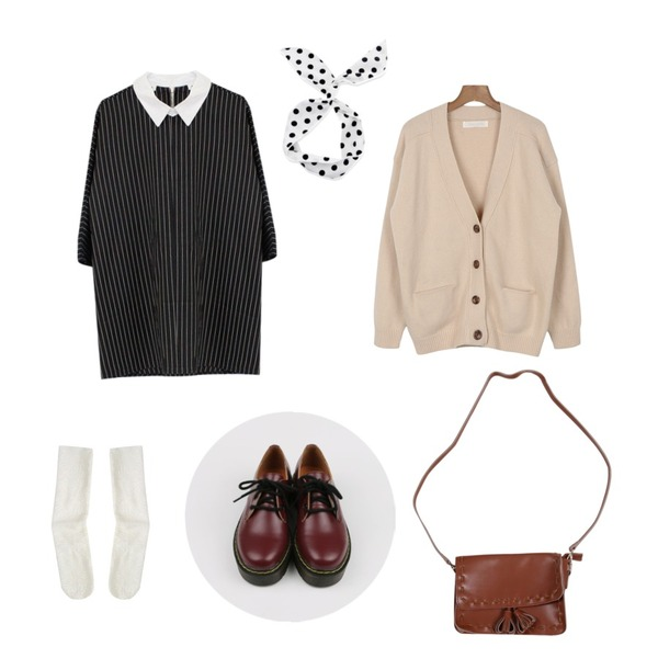 Rough & Detail lace loose, socks_ivory,daily monday Chunky low walker,Rough & Detail avar collar, ops_black등을 매치한 코디