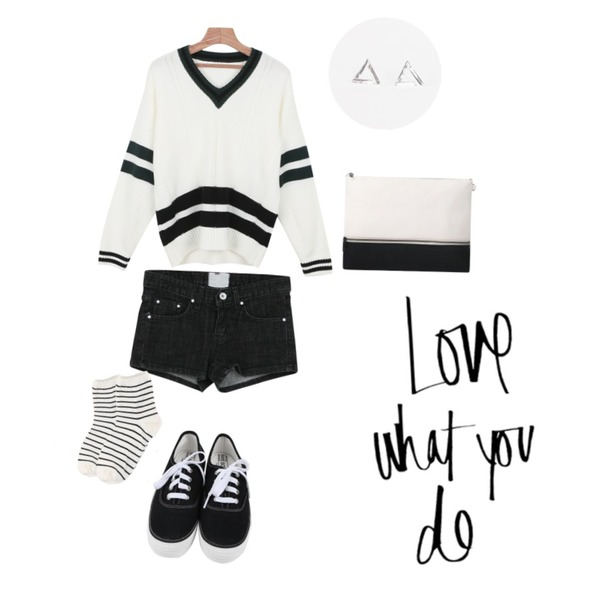daily monday School V-neck knit,daily monday Heart pocket short pants(3colors),daily monday All day basic sneakers등을 매치한 코디