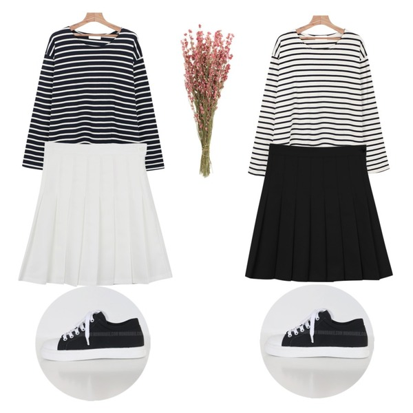 daily monday Spring pleats skirt,daily monday Boxy stripe t-shirt,daily monday Boxy stripe t-shirt등을 매치한 코디