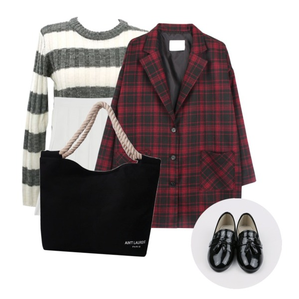 걸즈비 스트라이프 크롭(3color),biznshoe Standard check jacket (2color),daily monday Spring pleats skirt등을 매치한 코디