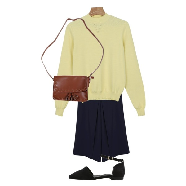 Zemma World 레더방울 (bag),daily monday Soft half knit top,daily monday Center line wide slacks등을 매치한 코디