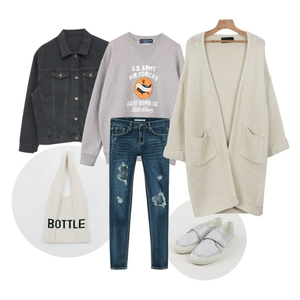 daily monday Bottle knit bag,daily monday Velcro closing sneakers,MIND ME 베이직 데님자켓 (2color)등을 매치한 코디