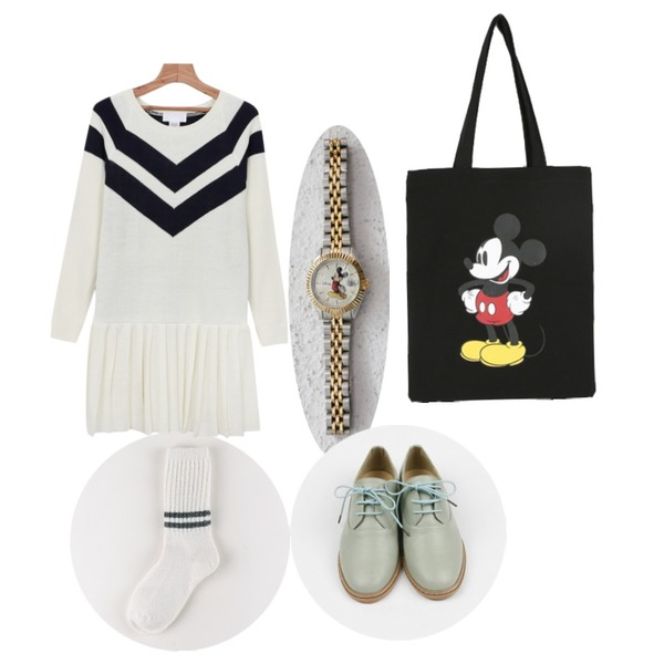 daily monday Gold&Silver Mickey Mouse Watch(Disney 정품),daily monday Two line tomtom socks,daily monday Modern pleats one-piece등을 매치한 코디