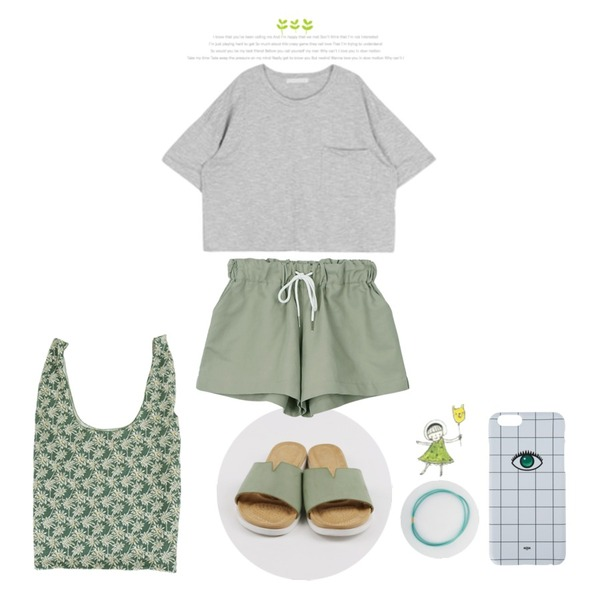 daily monday Color leather slippers,daily monday Basic string short pants,MIXXMIX 노이스 포켓 티셔츠등을 매치한 코디