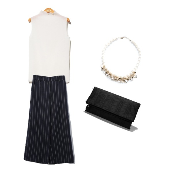 Reine Wave Texture Clutch Bag,Reine Field Wide Slacks ,Reine Wave Sleeveless Tee 등을 매치한 코디