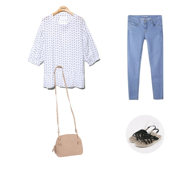 MIXXMIX 데일리 데님 팬츠,Reine Moca Shirring Vintage Blouse,daily monday Twist straw sandals등을 매치한 코디