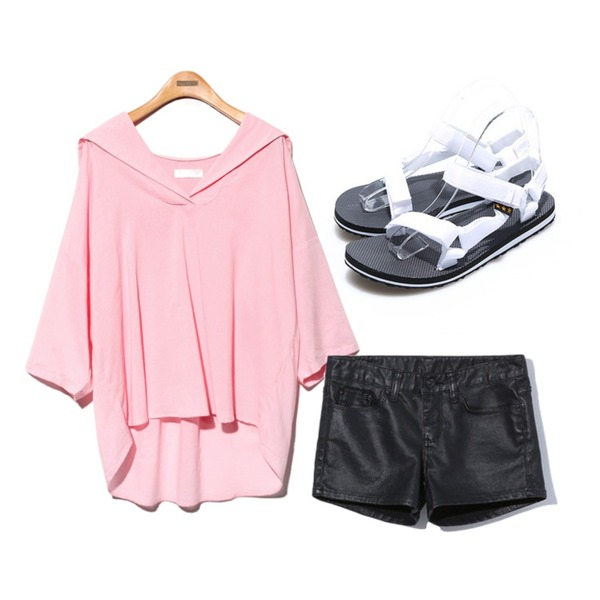 Reine Colourful Casual Sandal,Reine Urban Chic Leather Shorts,Reine Reina Palette Blouse등을 매치한 코디