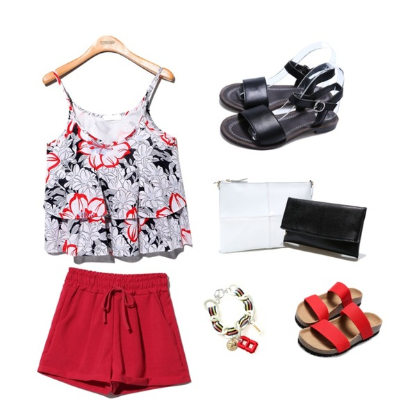 Reine Birken Belted Sandal,Reine Eight Chain Bracelet,Reine Mommy Daughter Shorts Pants등을 매치한 코디