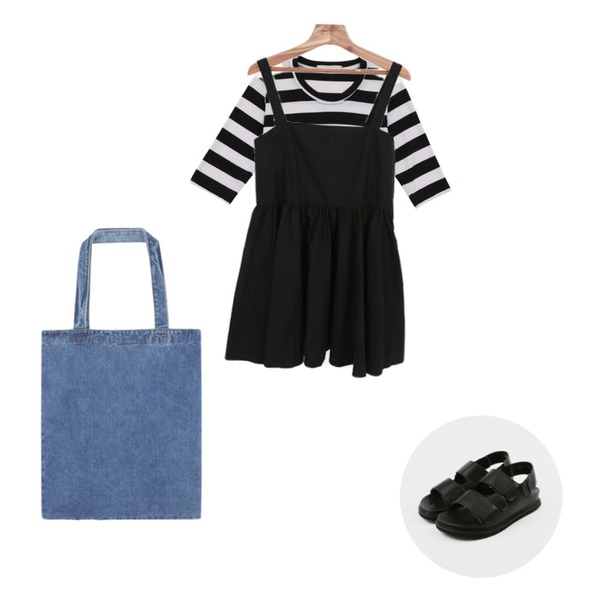 Zemma World 데이브 (ops),daily monday Trendy stripe crop top,daily monday Bold strap sandals등을 매치한 코디
