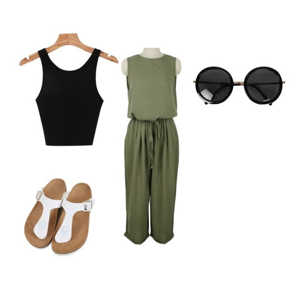 daily monday Crop top sleeveless,daily monday Over sleeveless jumpsuit,Zemma World 지제 (sandal)등을 매치한 코디
