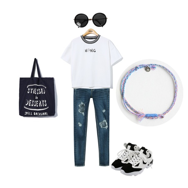 daily monday Color mix sneakers,daily monday Boom hole denim skinny,Reine Hong Sister Tee등을 매치한 코디