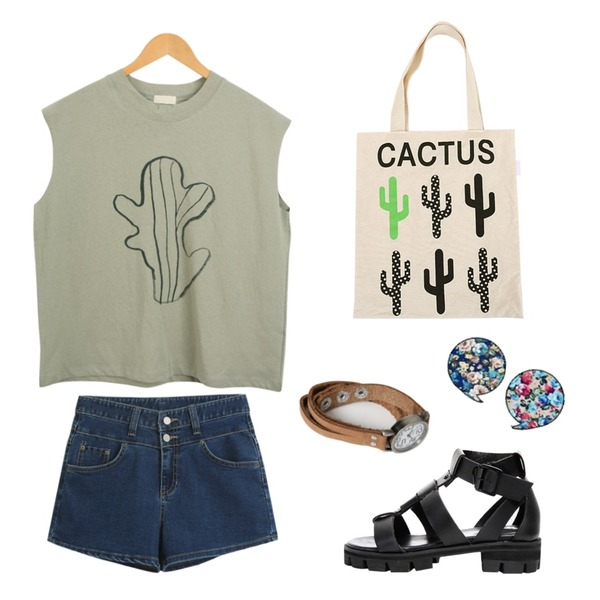 biznshoe H strap enamel sandle (2color),Salon de byme CACTUS DAY - TOP ( 화이트 / 연카키 ),TODAY ME [short pants]데이샤 숏츠등을 매치한 코디
