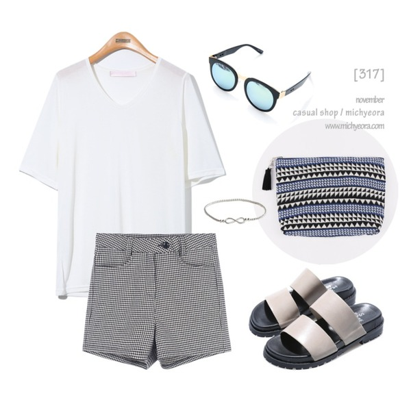daily monday Classic pattern clutch,Reine Simple Choose Slippers,Reine So Nice Mirror Sunglasses등을 매치한 코디