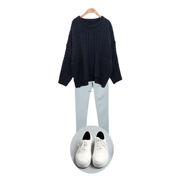 common unique [BOTTOM] 9-ALRIGHT SKINNY,common unique [TOP] ROPE LOOSE KNIT,common unique [SHOES] SKIN SHOES등을 매치한 코디
