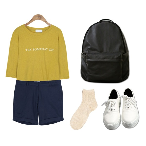 common unique [BAG] LEATHER BACKPACK,common unique [TOP] SOMEDAY 1/2 T,common unique [BOTTOM] EMBO ROLL UP SHORTS등을 매치한 코디