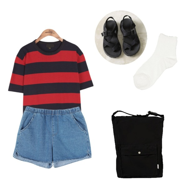 common unique [BOTTOM] BANDING DENIM SHORTS,common unique [SHOES] CASUAL BLACK SANDLE,common unique [TOP] BOLD STRIPE 1/2 T등을 매치한 코디