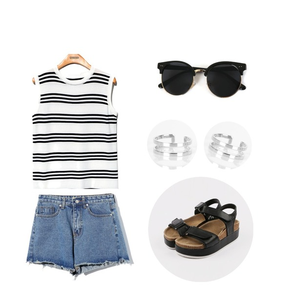 Reine Cutting Denim Shorts Pants ,Reine Urban Stripe Sleeveless Tee,Zemma World Vacation (썬글)등을 매치한 코디