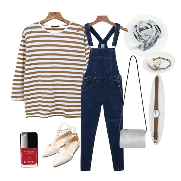 daily monday Slim-fit denim overalls,Zemma World 로스터 (stripe t),daily monday Strip double muffler등을 매치한 코디