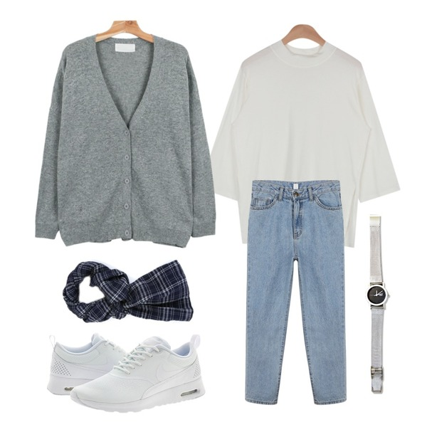 AIN opening half T (6 colors),daily monday Cozy baggy denim pants,daily monday Wool loose-fit cardigan등을 매치한 코디