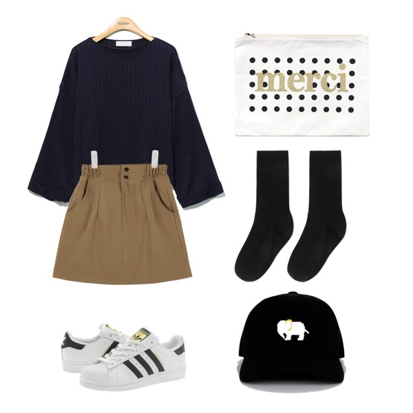 Player 아디다스 슈퍼스타 J 흰검 (SUPERSTAR J WHT/BLK),AIN suede high-waist skirt (4 colors),Reine Loose Nature-Fit  Knit Tee등을 매치한 코디