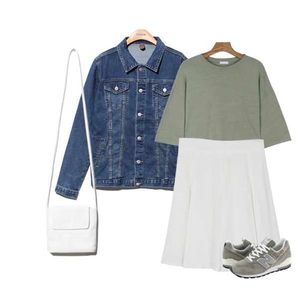 daily monday Wrinkle swing skirt,daily monday Fall in love tee,Reine Focus Loose Fit Denim Jacket 등을 매치한 코디