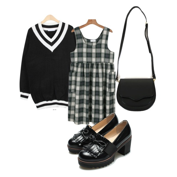 daily monday Cotton basic check one-piece,AIN V-neck school long knit (2 colors),Reine Morocco Ribbon Oxford Loafer 등을 매치한 코디
