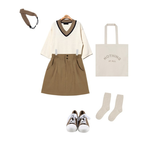 daily monday Round comfortable sneakers,AIN suede high-waist skirt (4 colors),Reine Blossom V-Neck Knit Tee등을 매치한 코디