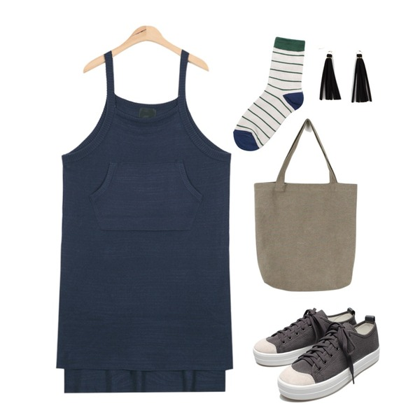 Reine Run&Run Neat Sneakers,daily monday Casual cotton ecobag,AIN pocket point knit dress (2 colors)등을 매치한 코디