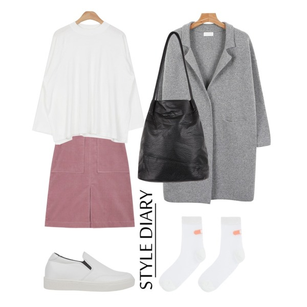 Untitled,AIN corduroy middle warm skirt (3 colors) ,AIN side vent daily T (4 colors)등을 매치한 코디