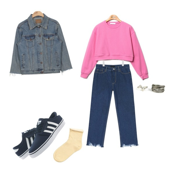 Reine Sugar Crop Sweat Shirts,AIN cutting boots cut blue denim pants ,AIN sleeve cutting vintage denim jacket등을 매치한 코디