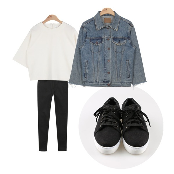 daily monday Woolen sneakers[스니커즈,기본운동화],AIN paper half blouse T (3 colors),daily monday Black white skinny등을 매치한 코디