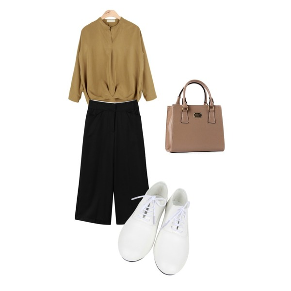 AIN dancing loafer (2 colors),AIN open draping V-neck blouse (3 colors),daily monday Quality bold wide slacks등을 매치한 코디