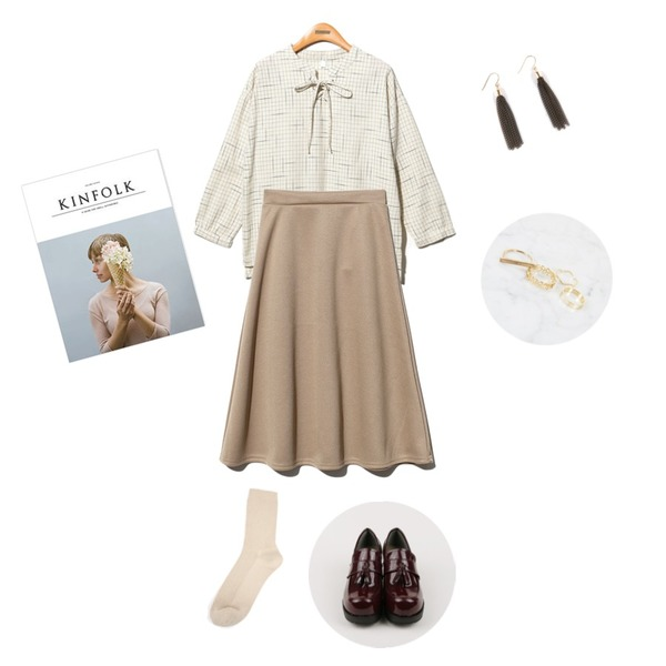 daily monday Chunky high tassel loafer,Reine Fogi Eylet Check Blouse,Reine Hepburn Flare Skirt 등을 매치한 코디