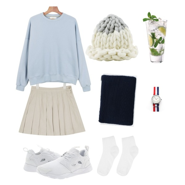 daily monday Daily pastel tone man to man,AIN suede tennis skirt (3 colors) 입고지연,daily monday Basic knit clutch등을 매치한 코디