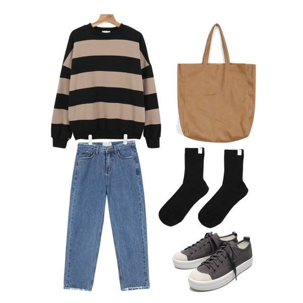 Reine Run&Run Neat Sneakers,AIN blue cutting straight fit denim pants ,daily monday Loose stripe man to man등을 매치한 코디