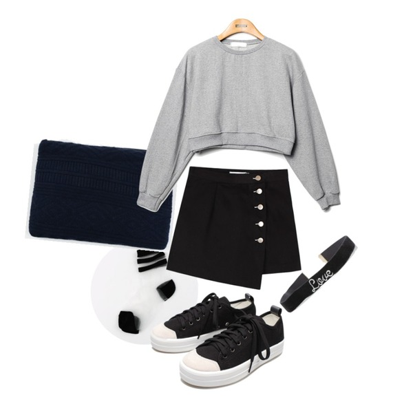 daily monday See-through line socks,daily monday Basic knit clutch,Reine Sugar Crop Sweat Shirts등을 매치한 코디