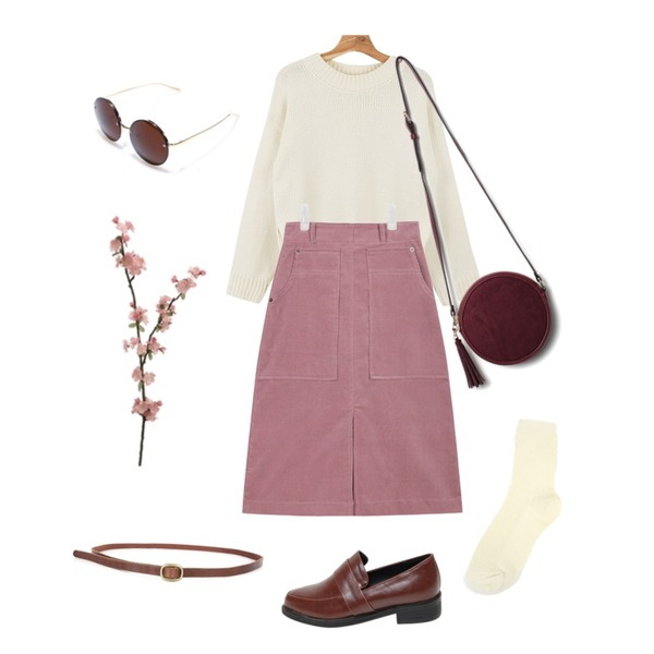 daily monday Loose fit slit knit,Reine Pretty Girl Suede Bag,AIN corduroy middle warm skirt (3 colors) 등을 매치한 코디