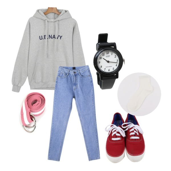 daily monday Navy printing hood[후드,후드티,기모티,탑],daily monday Casio simple frame watch,daily monday All day basic sneakers등을 매치한 코디