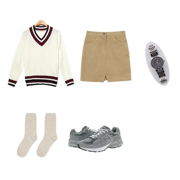 MIXXMIX 스크류 크릭 삭스,Reine Smart Coloring Knit Tee,daily monday Front slit mini skirt등을 매치한 코디