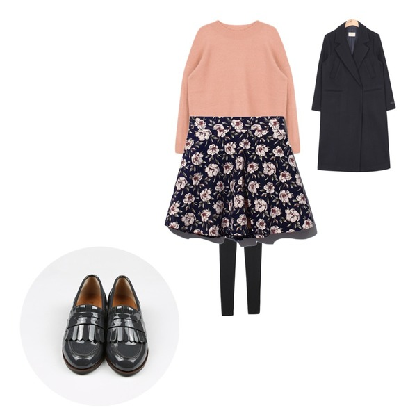 Reine A Cotton Flower Flare Skirt,MIXXMIX 인기급상승소프트 박스 니트,Reine Beatles Knit Leggins 등을 매치한 코디