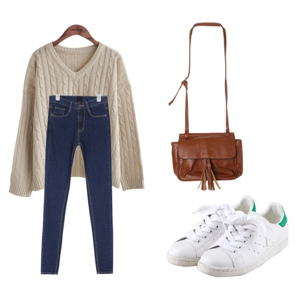 daily monday Mix match sneakers,common unique  V NECK TWIST KNIT,AIN natural mood washing denim skinny등을 매치한 코디