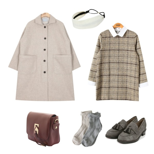 Reine 요들송 빈티지 체크 원피스,AIN casual single wool coat (3 colors),AIN two tassel basidc loafer (6 colors)등을 매치한 코디