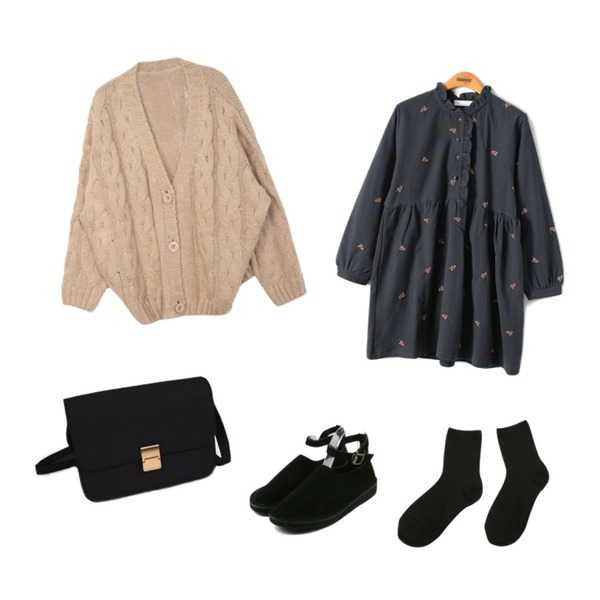 daily monday Buckle suede round shoes,DORA 오버꽈배기CD,Reine Vintage Flower Shirring Onepiece등을 매치한 코디