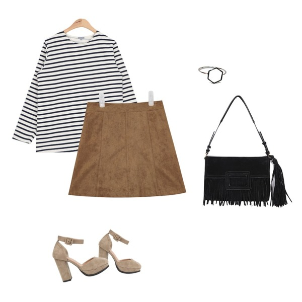 AIN suede strap heel (2 colors),AIN A-line suede mini skirt (3 colors),AIN another napping stripe T (4 colors)등을 매치한 코디