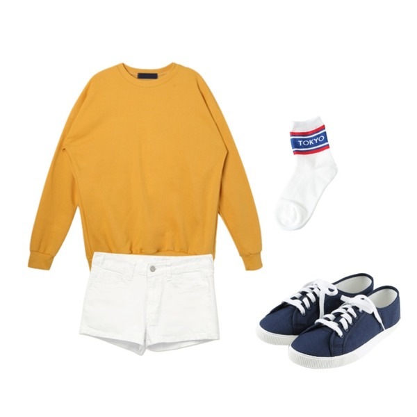 daily monday Basic tennis shoes,common unique [BOTTOM] BASIC COTTON SHORTS,DORA 기모박시MTM등을 매치한 코디